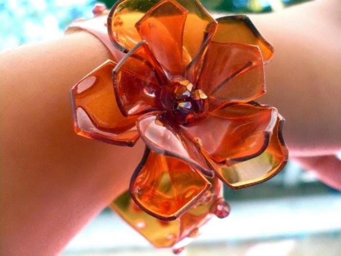 pulsera de PET con flor naranja