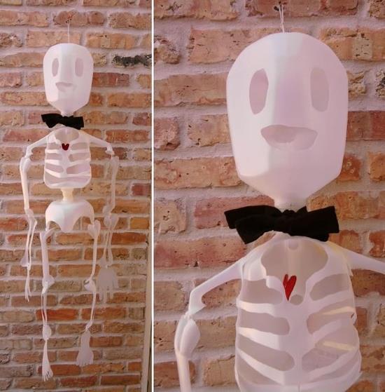 nocheesqueleto para decoración de dia de muertos halloween hecho con envases plasticos ideas imagenes