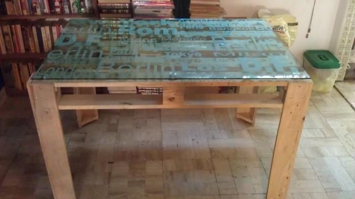 Ideas de mesas recicladas hechas con palets para el for Como hacer una piscina con palets