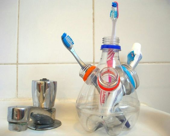 Imagenes con ideas para reciclar botellas de pl stico muy for Manualidades con cosas de casa