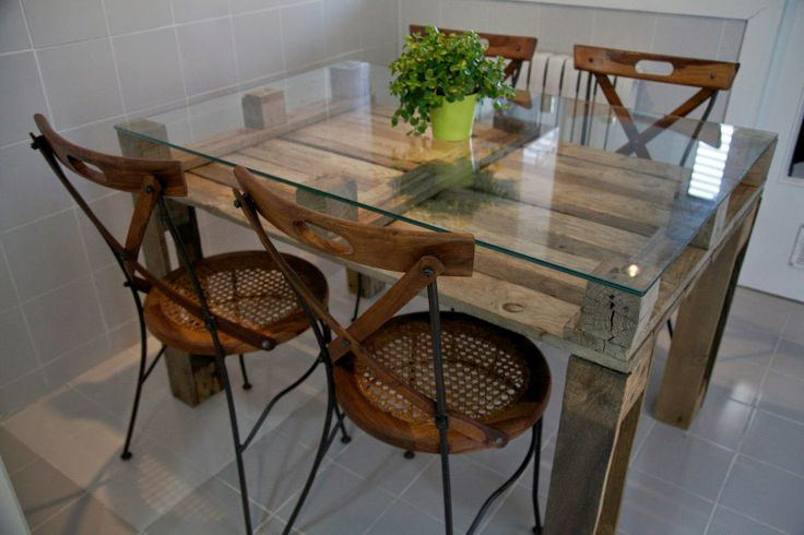 Ideas de mesas recicladas hechas con palets para el for Muebles con cosas recicladas
