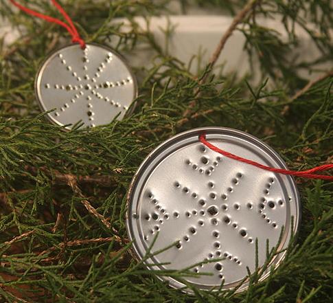 recicladoAdornos-de-árbol-de-navidad-con-tapas-de-latas
