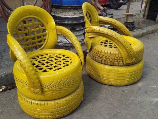 sillasones-en-amarillo-con-neumaticos