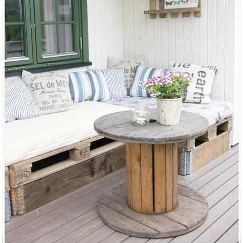 sillomMira-estos-originales-muebles-hechos-con-palets-para-decorar-tu-hogar-13_0
