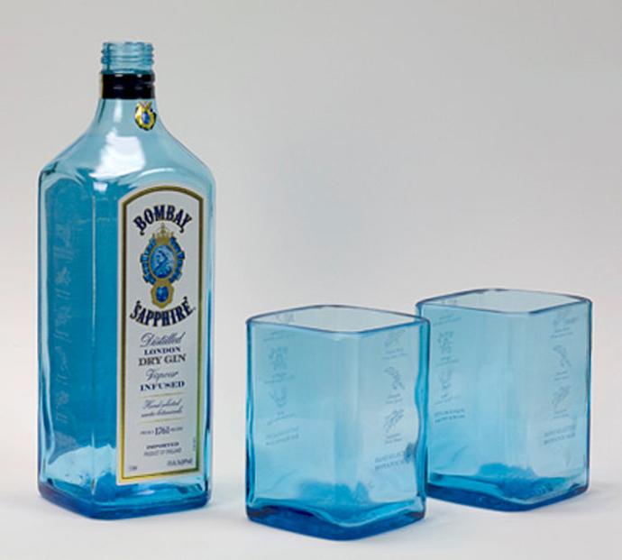 vasosbotella-azul-bombay-sapphire-reciclada-en-vasos