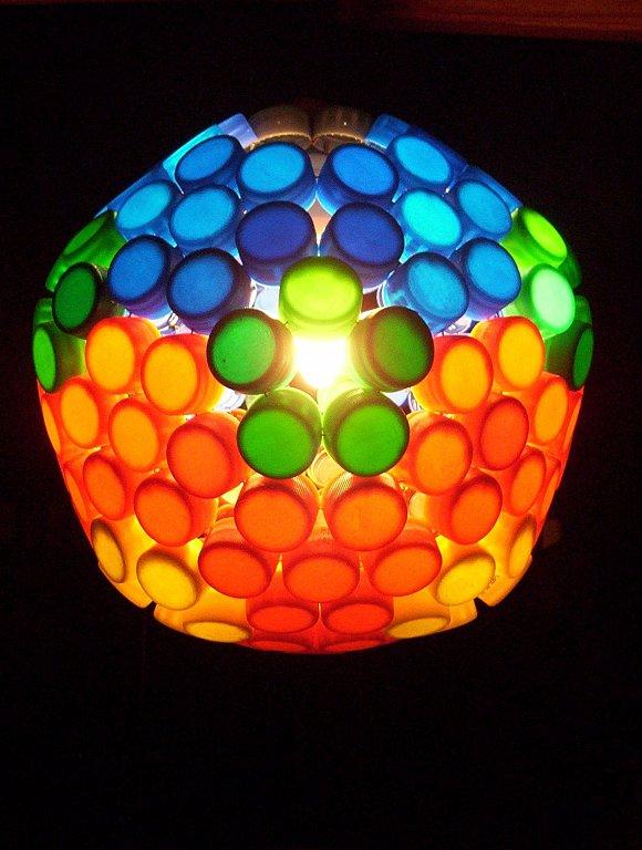 Como-hacer-una-lámpara-con-tapas-de-gaseosa