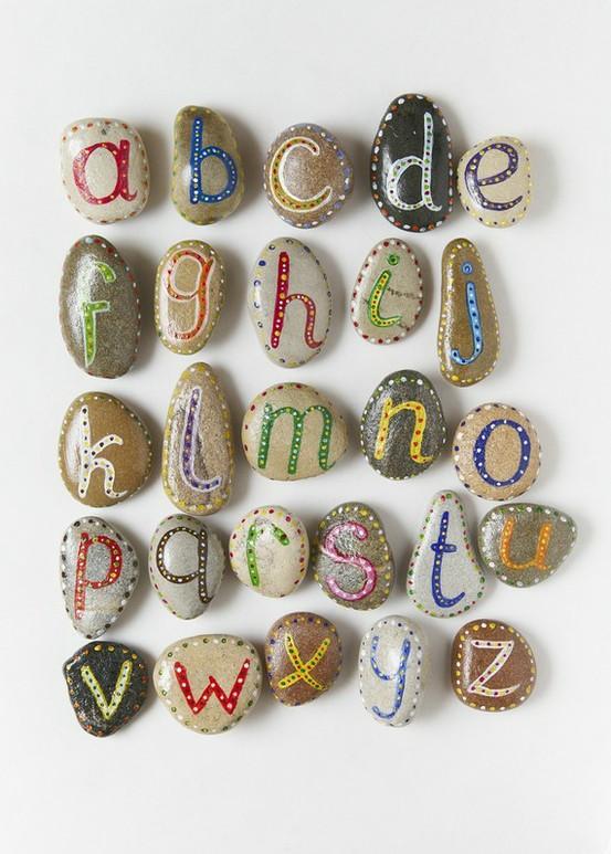 abecedario piedras pintadas