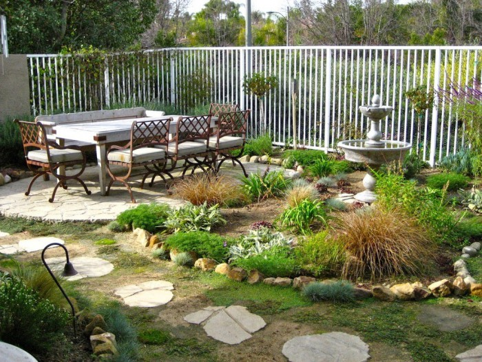 backyard-with-outdoor-patio-furniture-ideas-for-small-spaces-on-a-budget