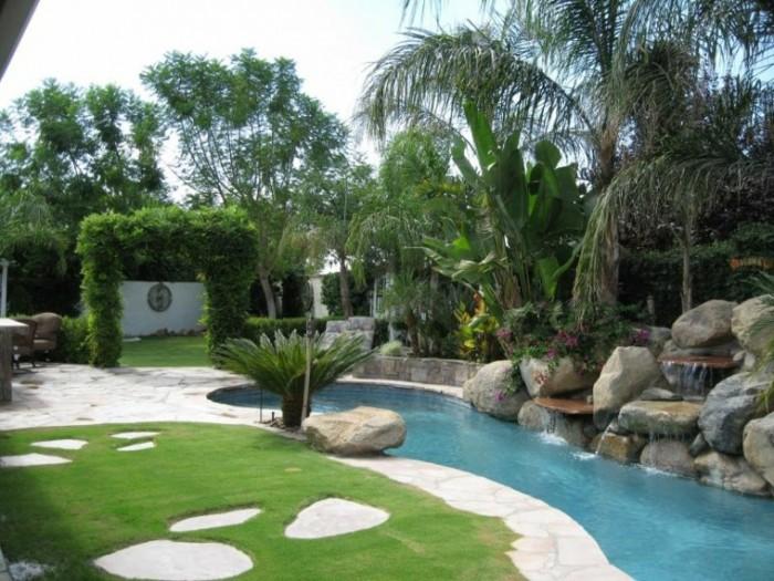 bonita-fuente-piscina-rocas