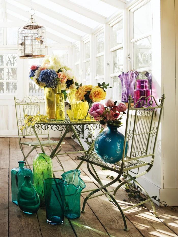 decorar-con-flores-y-vidrio-reciclado-3