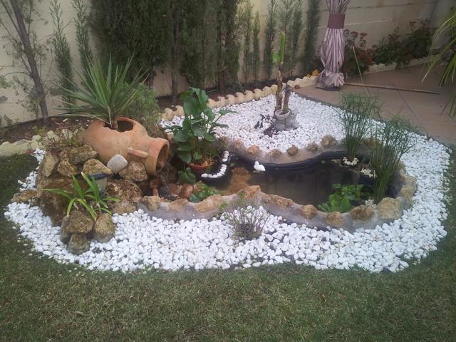 decorar-jardines-con-piedras