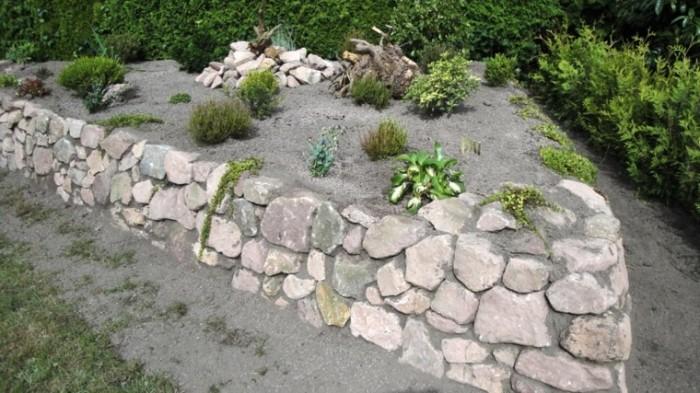 muros-piedras-grandes-arena-jardin