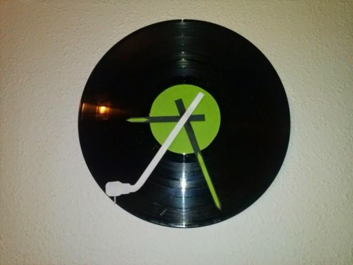 Ideas geniales para hacer un reloj casero reciclado - Decoracion con discos de vinilo ...