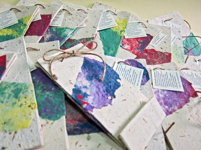 30 im genes con ideas para reciclar hojas de papel for Como hacer decoraciones para el hogar