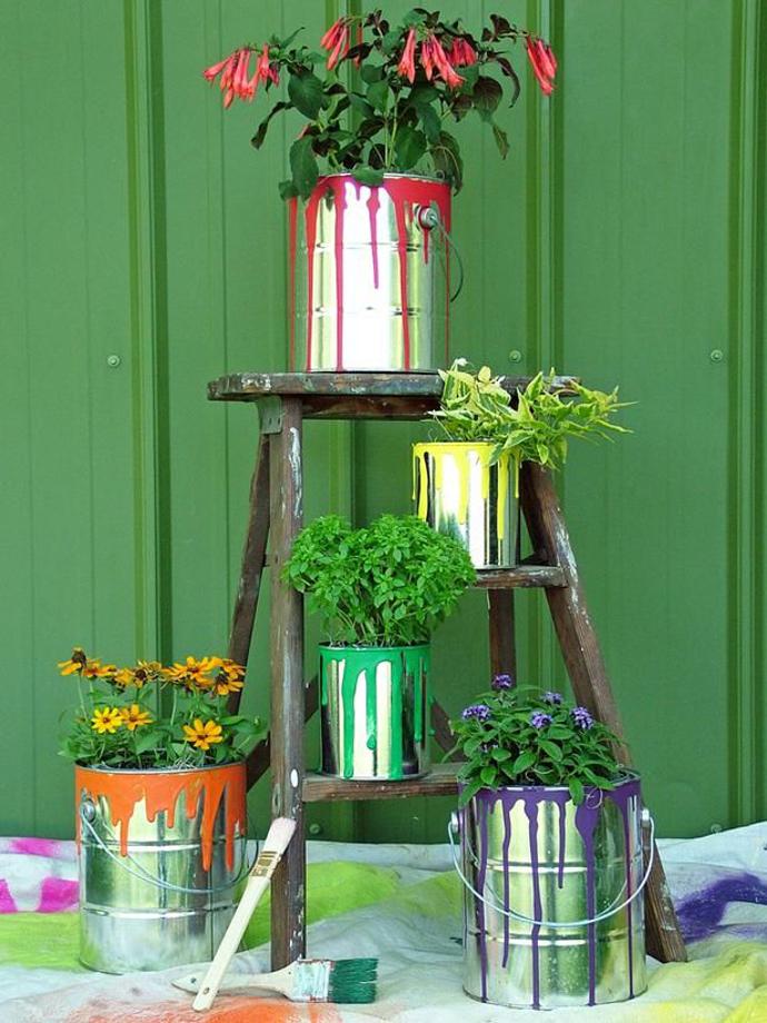 botes-pintura-reciclados-maceteros-plantas