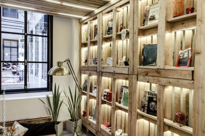 Ideas super originales para hacer bibliotecas con palets ecolog a hoy - Como hacer sillon de palets ...