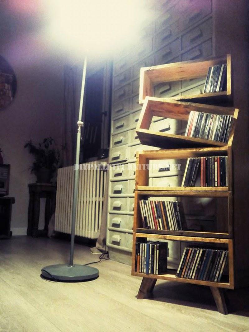 Librería de diseño hecha con tablas de palets 1