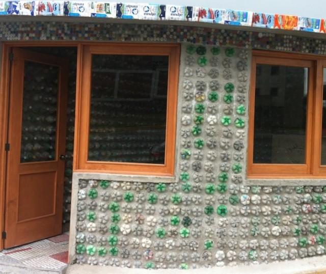 casas-hechas-con-botellas_dd98cb38a8988911886096c82f8cb669