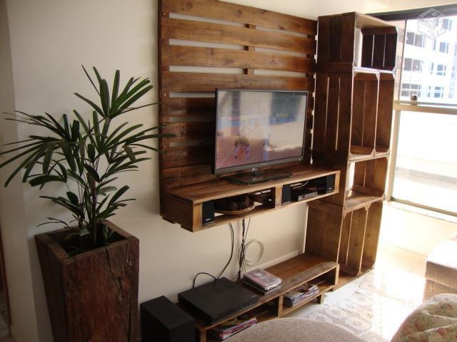 mueble para la TV con palets y cajas de fruta 2