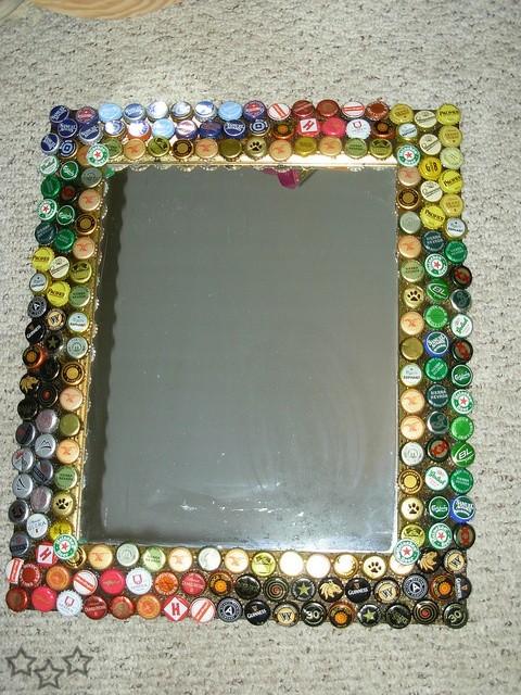 Originales espejos hechos con materiales reciclados for Ideas para hacer espejos decorativos