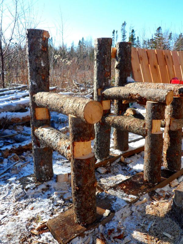 banco-construido-con-troncos-y-palets-5