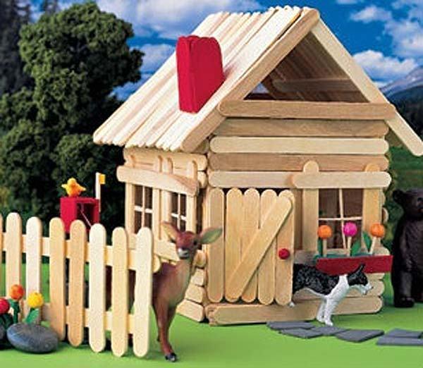 casa-decorativa-hecha-con-palitos-de-helado
