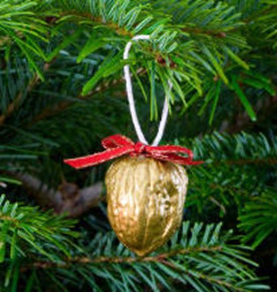 adorno-de-navidad-con-una-nuez_thumb
