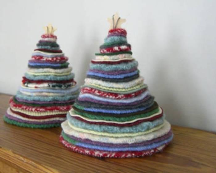 Decoraci n navide a con papel frascos pi as telas y - Arbol navidad tela ...