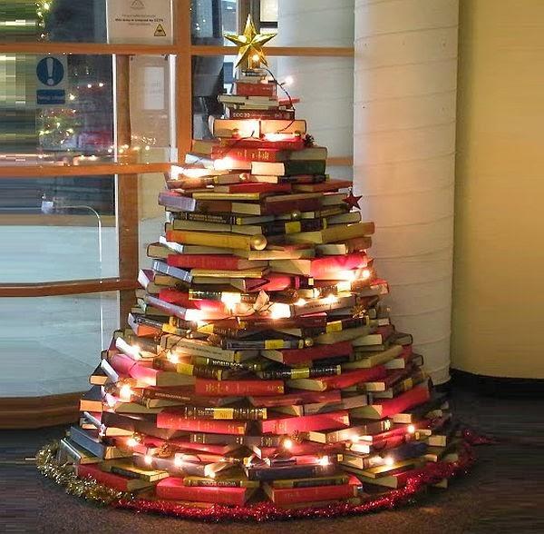 arbol-de-navidad-realizado-con-libros-economico