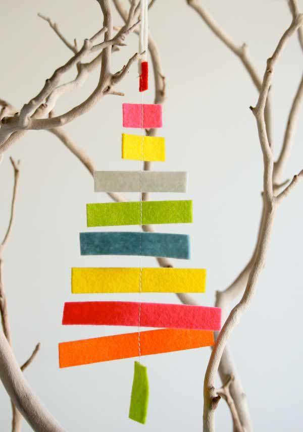 arbol-de-navidad-reciclado-con-trozos-de-tela-600x856