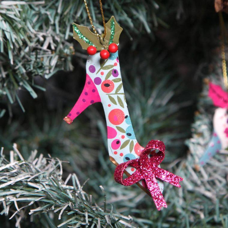 arbol-navidad-decoracion-lazo-zapato-tacon