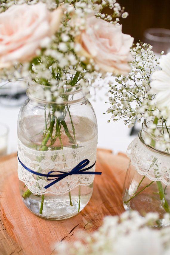 como-hacer-centros-de-mesa-para-bodas-con-frascos-de-mermelada