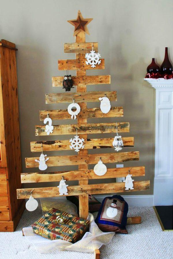 decoracion-navidena-con-materiales-reciclados-arboles-de-navidad-madera-600x900