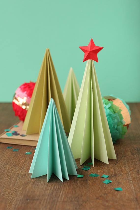 Decoraci n navide a con papel frascos pi as telas y - Decoraciones navidenas con reciclaje ...