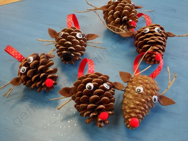 renos-de-navidad-con-pinas