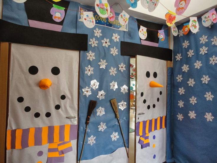 Decoraci n navide a con reciclaje adornos centros de for Puertas decoradas para guarderia