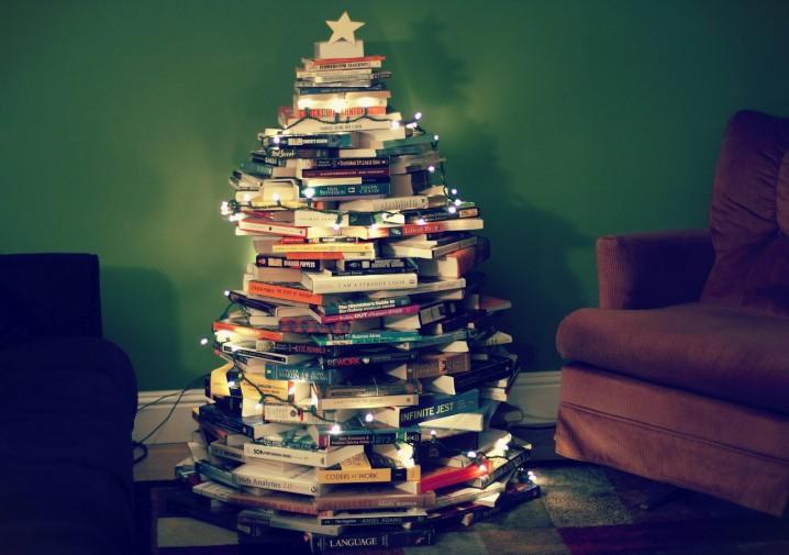 decoracion-navidena-con-materiales-reciclados-arboles-de-navidad-libros
