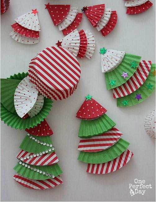 manualidades-recicladas-navidad-arbol-cupcakes
