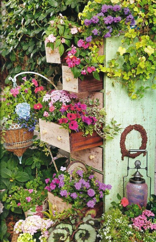 Manualidades con materiales reciclados para el jardin for Jardines reciclados