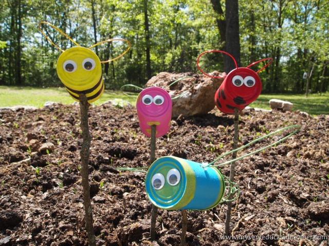 Manualidades con materiales reciclados para el jardin for Articulos jardin
